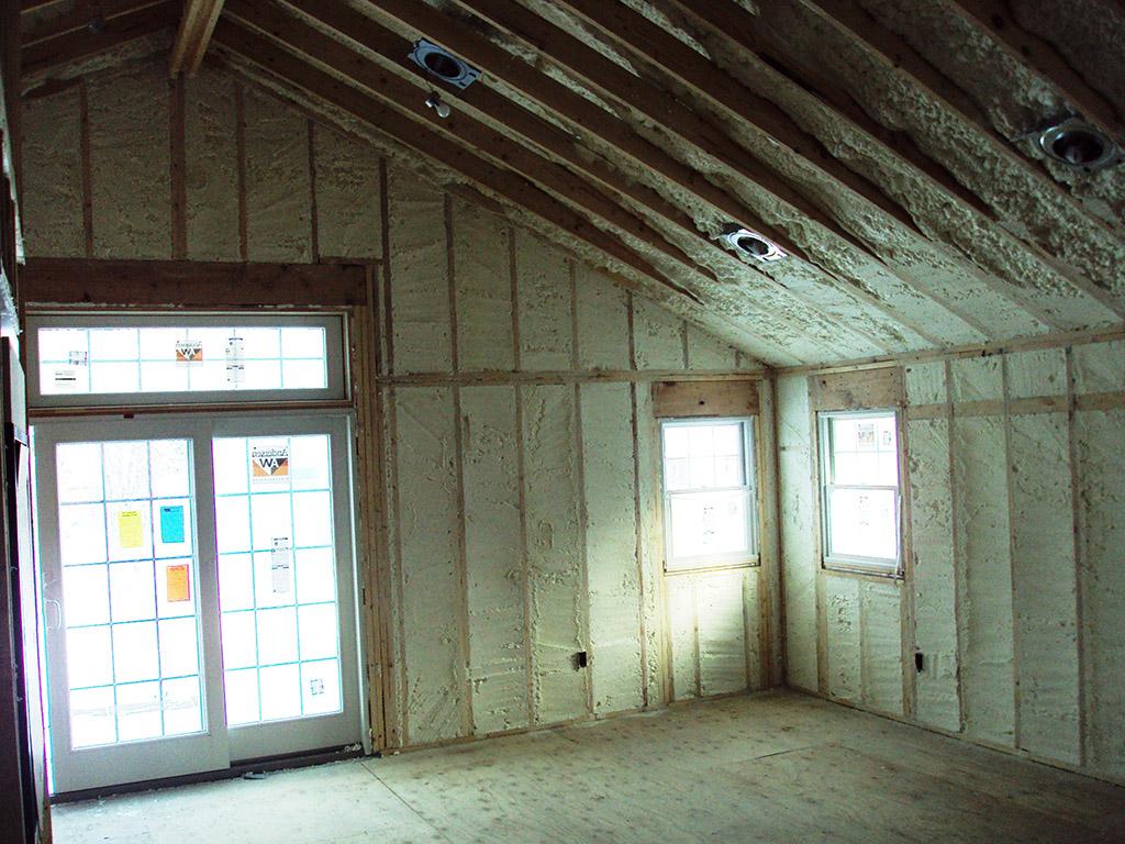Home spray foam insulation installation buffalo ivy lea for Foam home construction