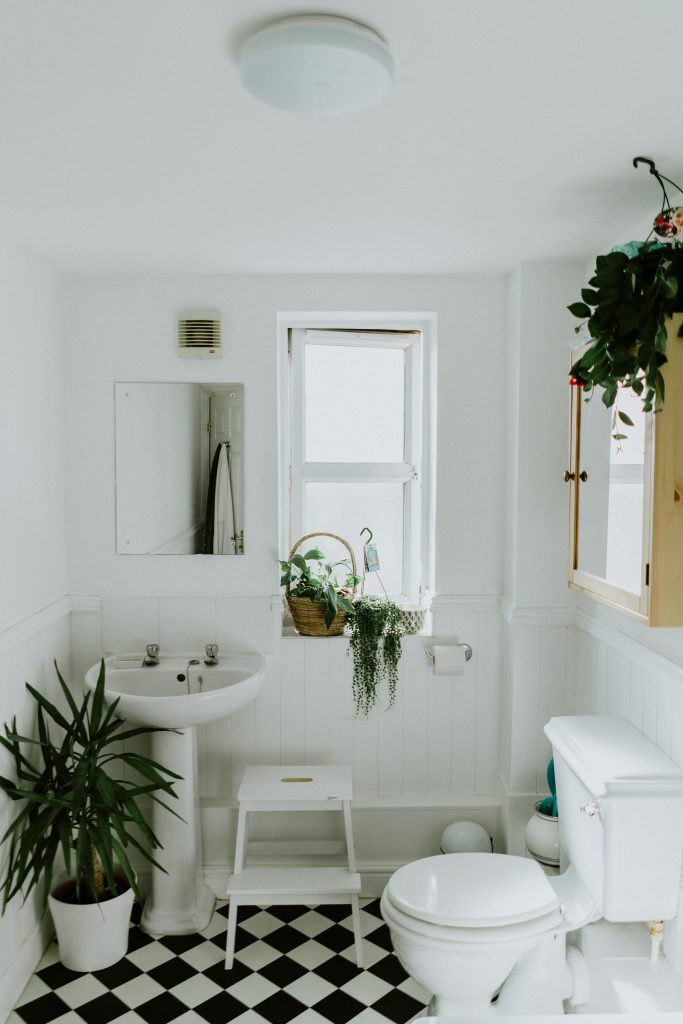4 Tips for Designing a Small Bathroom